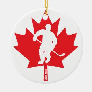 Ornement Rond En Céramique Joueur de feuille d'érable d'hockey du Canada