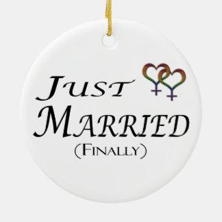 Ornement Rond En Céramique Juste (enfin) fierté lesbienne mariée
