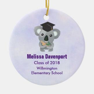 Ornement Rond En Céramique Koala mignon dans une classe de casquette