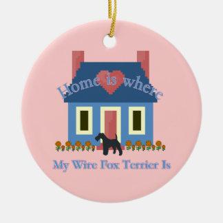 Ornement Rond En Céramique La maison de Fox Terrier de fil est où