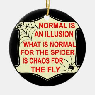Ornement Rond En Céramique La normale est une illusion ce qui est normal à