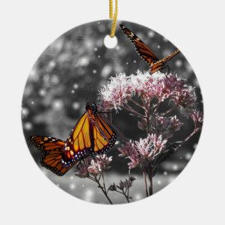 Ornement Rond En Céramique La photo de papillon de monarque stupéfiant