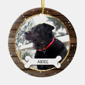 Ornement Rond En Céramique La photo en bois rustique de chien de Noël d'or