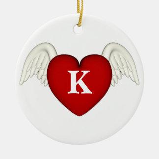 Ornement Rond En Céramique L'ange rouge de monogramme de coeur s'envole