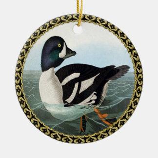 Ornement Rond En Céramique Le canard blanc et noir penche la natation dans