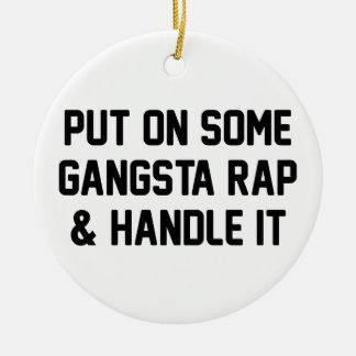 Ornement Rond En Céramique Le coup sec et dur de Gangsta et le manipulent