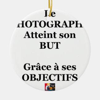 Ornement Rond En Céramique Le PHOTOGRAPHE atteint son BUT grâce à ses OBJECTI