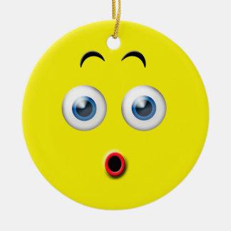 Ornement Rond En Céramique Le wow jaune a étonné le nom de coutume d'Emoji