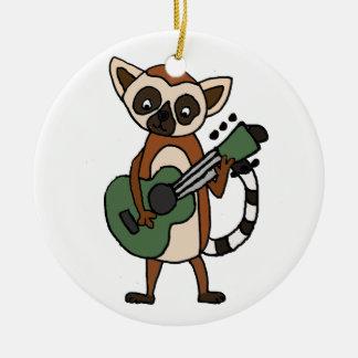 Ornement Rond En Céramique Lémur drôle jouant l'art de guitare