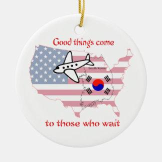 Ornement Rond En Céramique Les bonnes choses viennent - adoption coréenne
