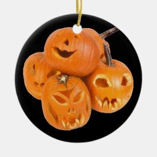 Ornement Rond En Céramique Les citrouilles d'Halloween -