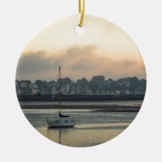 Ornement Rond En Céramique Lever de soleil et bateaux