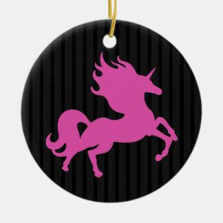 Ornement Rond En Céramique Licorne rose sur l'arrière - plan noir