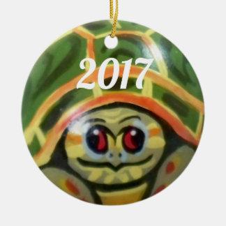 Ornement Rond En Céramique L'ornement vert de tortue de bébé badine la date