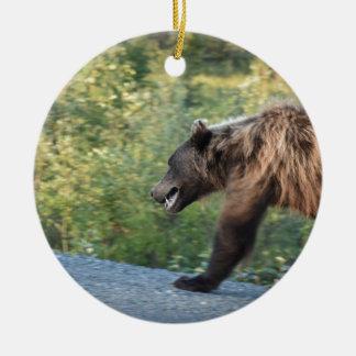 Ornement Rond En Céramique L'ours gris le Yukon, Canada attaque, des