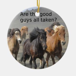 Ornement Rond En Céramique Madame Horse Gossip : Les bons garçons sont-ils