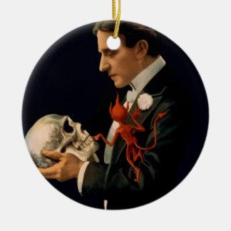 Ornement Rond En Céramique Magicien vintage, Thurston tenant un crâne humain