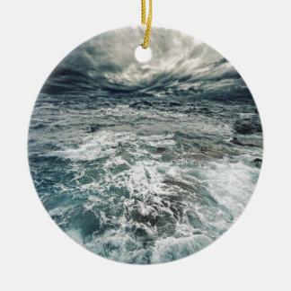 Ornement Rond En Céramique Mers dramatiques
