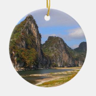 Ornement Rond En Céramique Montagnes le long de rivière de Li, Chine