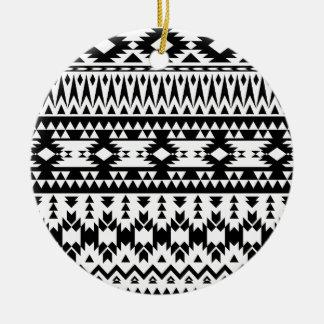 Ornement Rond En Céramique Motif géométrique aztèque noir et blanc de vecteur