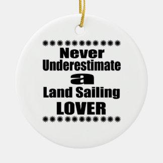 Ornement Rond En Céramique Ne sous-estimez jamais l'amant de navigation de