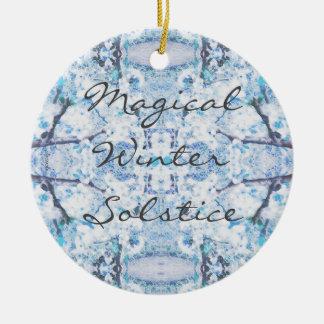 Ornement Rond En Céramique Neige heureuse de Noël de solstice d'hiver