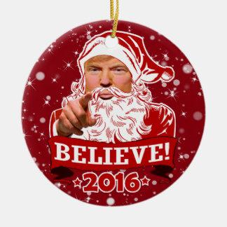Ornement Rond En Céramique Noël de Donald Trump croient