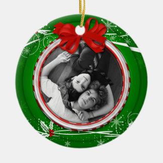 Ornement Rond En Céramique Noël de ruban vert rouge de houx d'ornement ęr