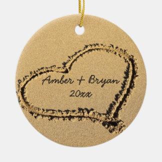 Ornement Rond En Céramique Noël du mariage de plage le ęr   ajoutent ensemble