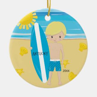 Ornement Rond En Céramique Noël personnalisé par garçon blond mignon de