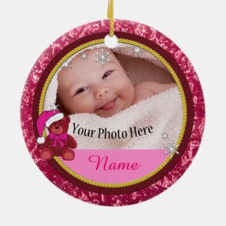 Ornement Rond En Céramique Noël personnalisé rose d'ours de nounours de bébé