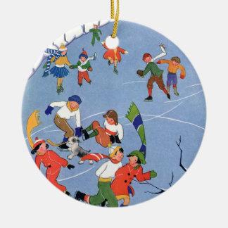 Ornement Rond En Céramique Noël vintage, patinage de glace d'enfants sur un