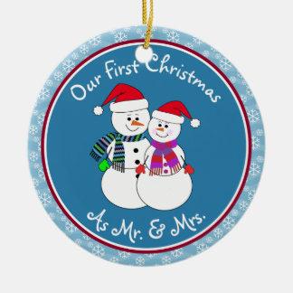 Ornement Rond En Céramique Notre ęr Noël a marié des couples de neige