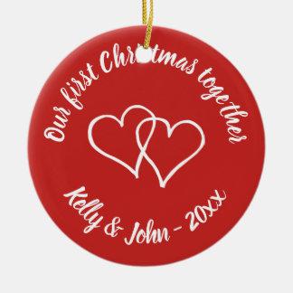 Ornement Rond En Céramique Notre ęr Noël couplent ensemble l'ornement d'arbre