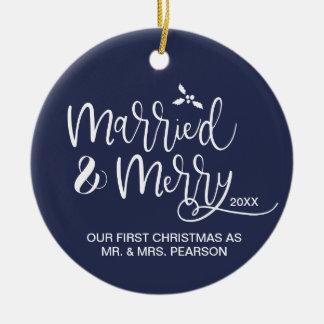 Ornement Rond En Céramique Notre premier Noël, marié et joyeux