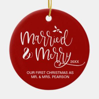 Ornement Rond En Céramique Notre premier Noël, marié, joyeux, rouge, photo