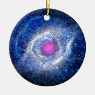 Ornement Rond En Céramique Oeil ultra-violet de nébuleuse d'hélice de photo