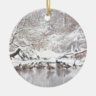 Ornement Rond En Céramique Oies dans la neige