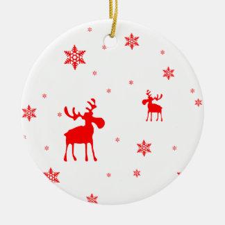 Ornement Rond En Céramique Orignaux rouges et flocons de neige rouges -