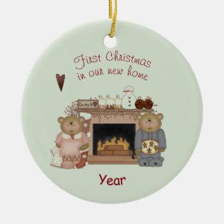 Ornement Rond En Céramique Ours de nounours - premier Noël dans notre