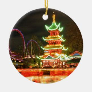 Ornement Rond En Céramique Pagoda chinoise la nuit