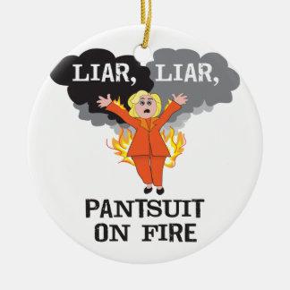 Ornement Rond En Céramique Pantsuit sur le feu