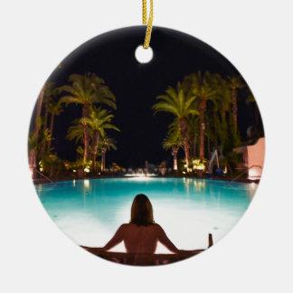 Ornement Rond En Céramique Paumes, piscine, femme et bière…