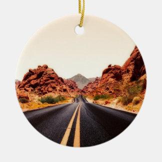 Ornement Rond En Céramique Paysage de voyage de route de route de montagnes