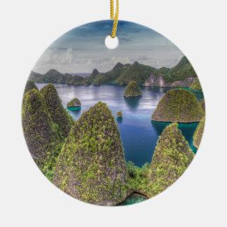 Ornement Rond En Céramique Paysage d'île de Wayag, Indonésie