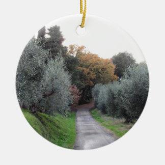 Ornement Rond En Céramique Paysage rural pendant l'automne. La Toscane,