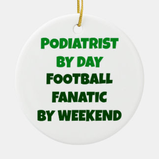 Ornement Rond En Céramique Pédicure par le fanatique du football de jour par