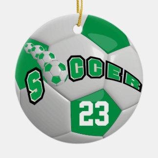 Ornement Rond En Céramique Personnalisez le vert du ballon de football |