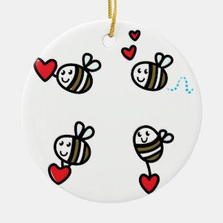 Ornement Rond En Céramique Peu d'abeilles de vol sur le blanc