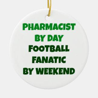 Ornement Rond En Céramique Pharmacien par le fanatique du football de jour